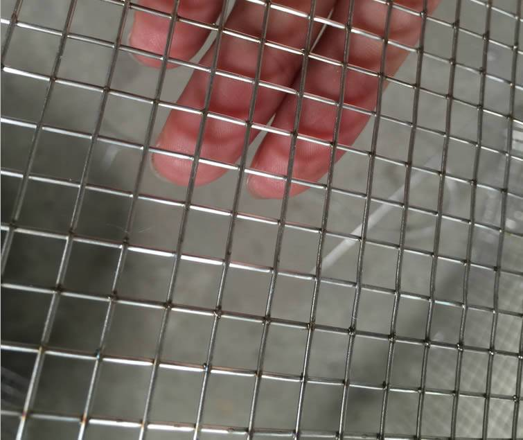 Welded Wire Mesh For Rotary Screener Rabbit Cage Dog Kennel