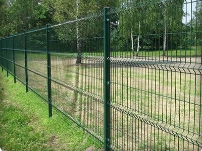 Green 3D security fences are surrounding the garden.