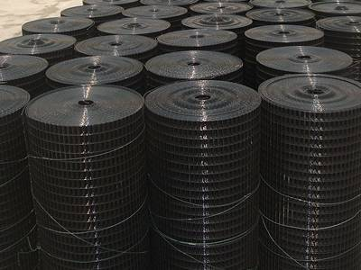 Black PVC coated welded wire mesh rolls tied with galvanized wires