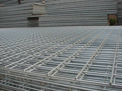 Details of galvanized welded reinforcing concrete meshes.