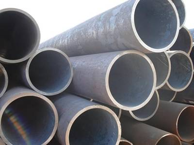 A stack of seamless steel pipes on the ground.