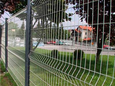 Welded Wire mesh as road fence