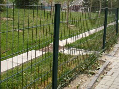 Green PVC coated welded wire fence for public park fencing
